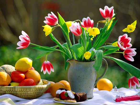 Bouquet de fleur sur une table dans le jardin